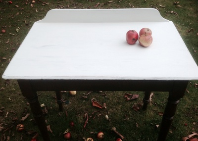 Distressed table, apples, painted, Annie Sloan chalk paint
