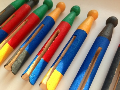 Garden pegs, vegetable bed markers, painted dolly pegs, garden craft projects, garden decor