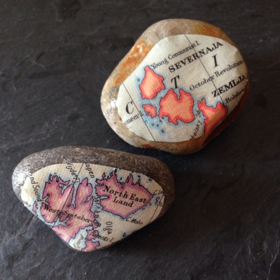 Mod podge stones, mod lodge pebbles, map stones, map pebbles, pebble craft, stone craft, map craft ideas