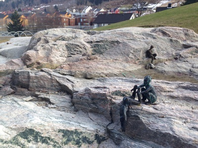 Oppdagingar figures, Sogndal, Norway, brass figures, miniature figures, mini statues, climbing statues