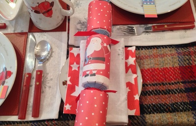 Christmas cracker, blue, red, Christmas table decorations