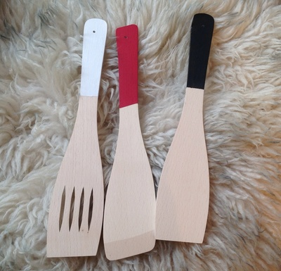 spatulas, red, white, black