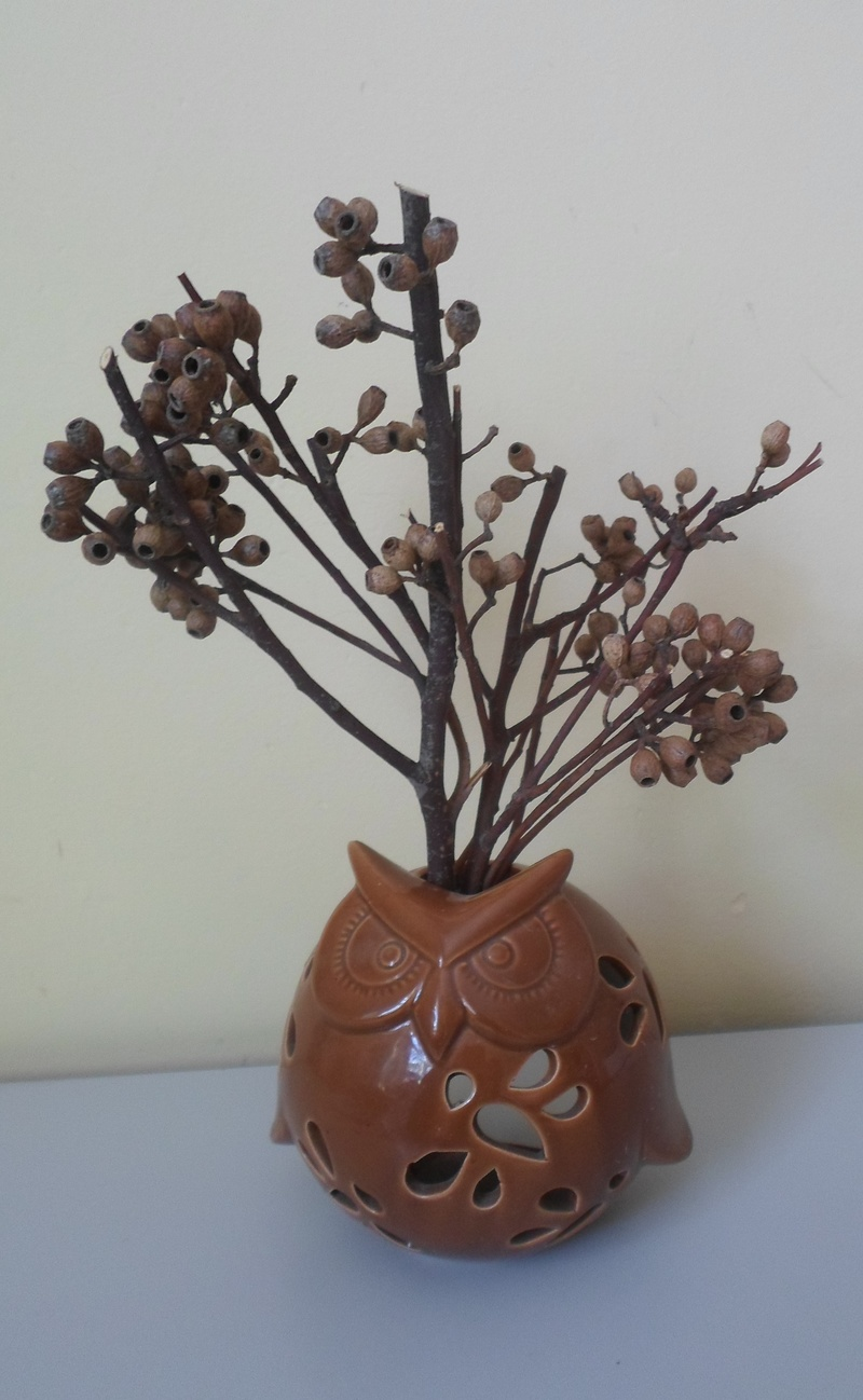 Tea light holder and gum nuts  - Free Decorating Using Natural Materials