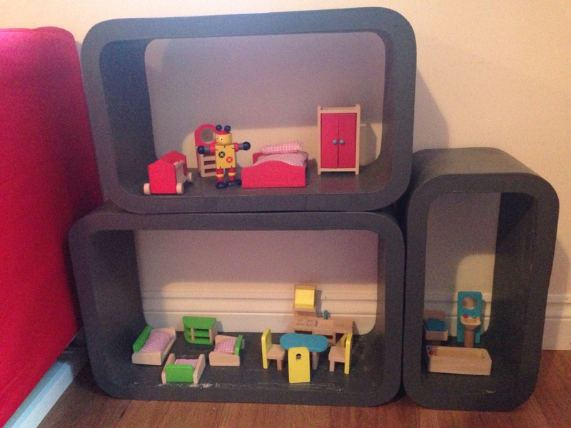 Homemade dolls house, discoveroo dolls furniture, homemade dolls house, upcycled project for kids